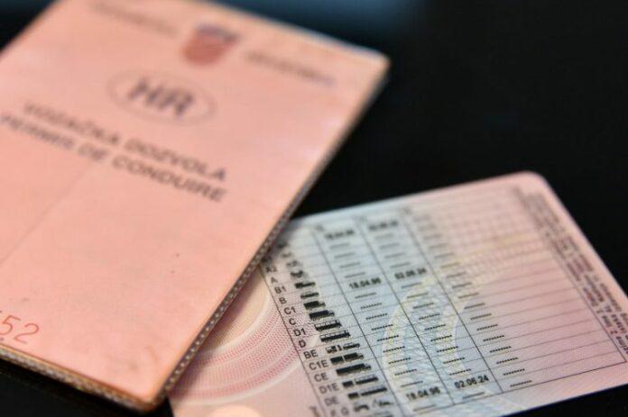 vozačku i putovnicu